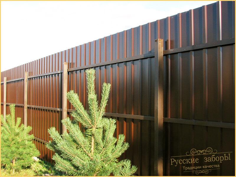 Деревянные калитки в заборе